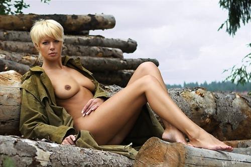 голые девушки с короткими фото