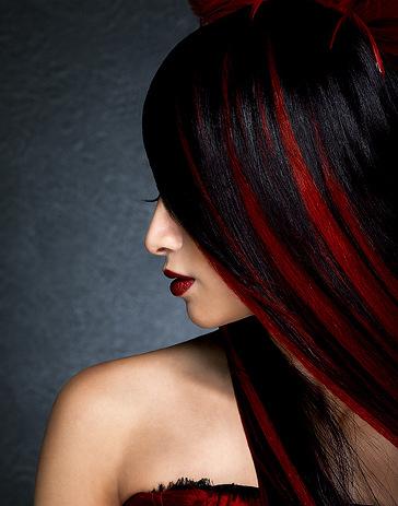 Прическа волос в черно красный цвет