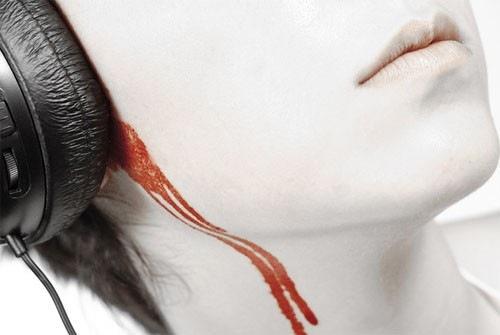 фото кровь из уха
