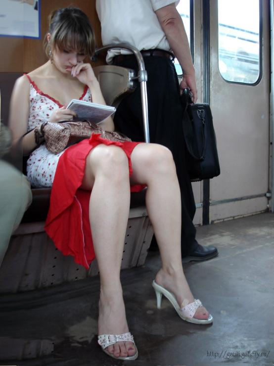 вас подсмотр под юбкой в метро тёща подстерегла меня